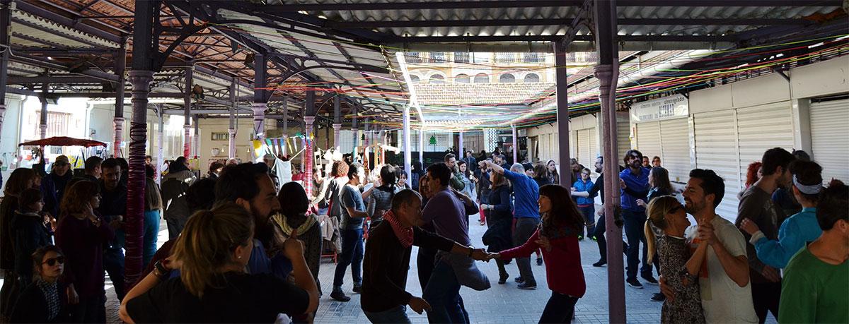 baile enredant el mercat