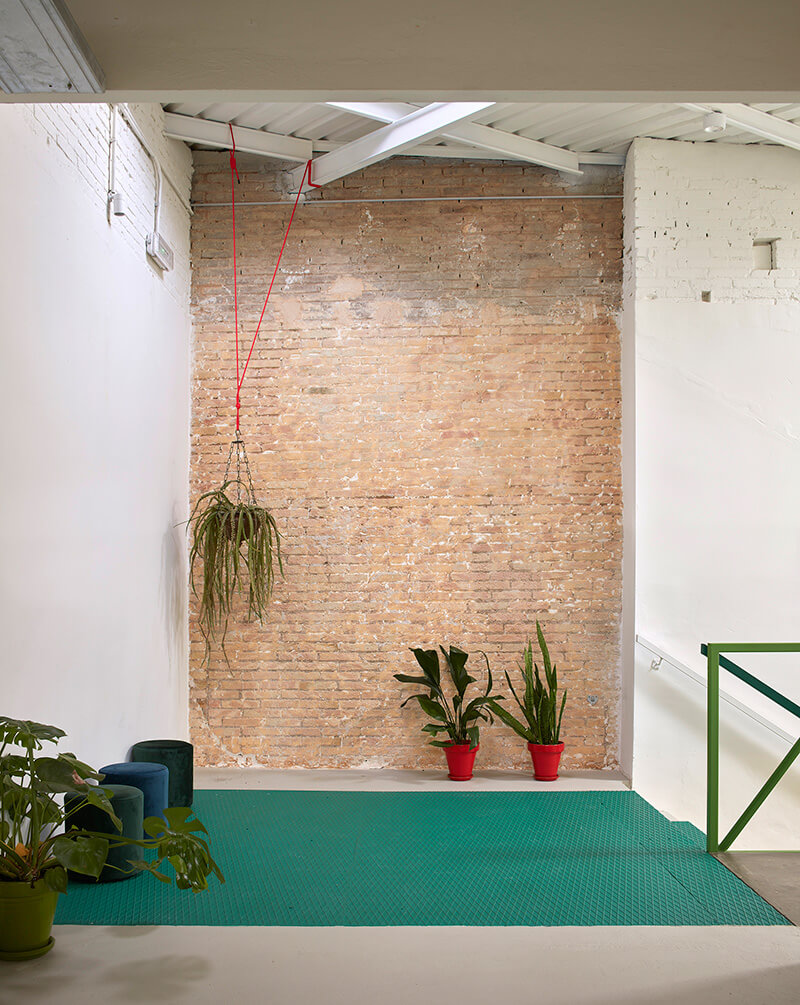 escalera verde rellano coworking wayco ruzafa